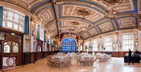Stunning Clerkenwell Wedding at the Old Finsbury Town Hall