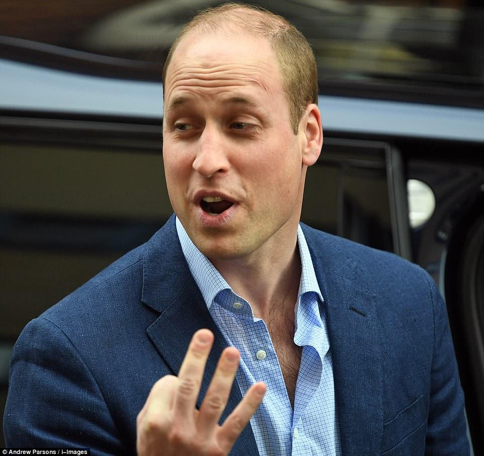 """¡El Príncipe William bromeó con los fotógrafos que habría """"tres preocupaciones ahora!""""  después del nacimiento de su tercer hijo"""