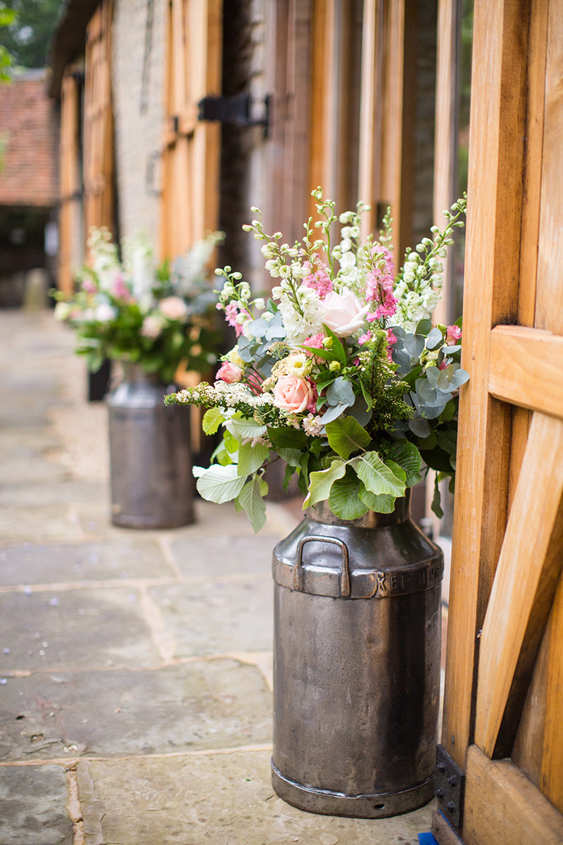 The magnificent combination of barn weddings and roses