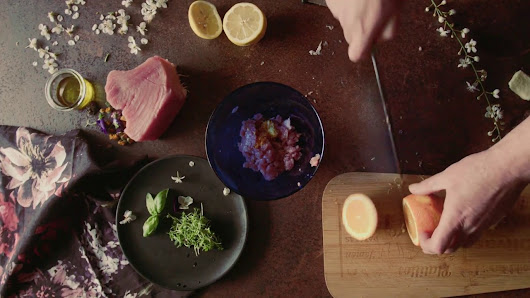 Whispered recipe for tuna carpaccio, green peas risotto and tuna steak - ASMR Tingles