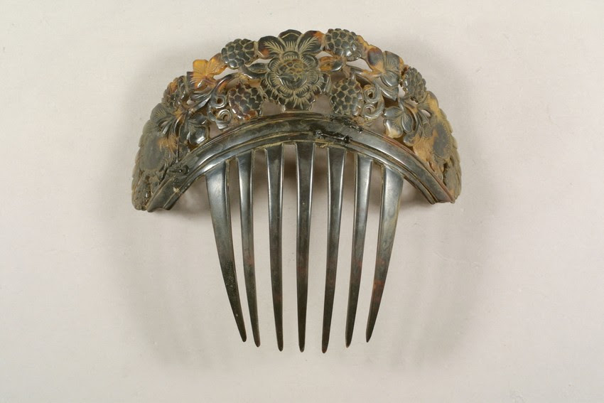 1830-1860 tortoiseshell hair comb, from Historic New England