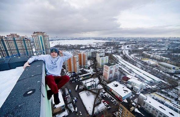 dizzying photos of ukrainian daredevil hanging from tall buildings 02 in Dizzying Photos of Ukrainian Daredevil Hanging from Tall Buildings
