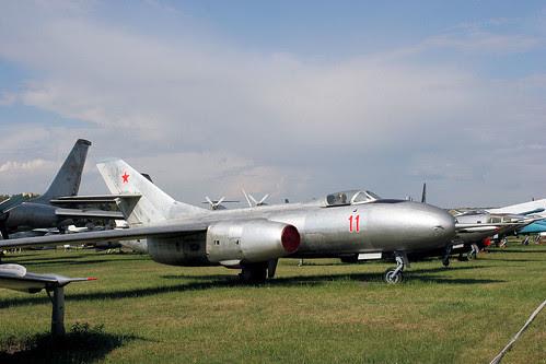 Yakovlev Yak-25RV 11 red