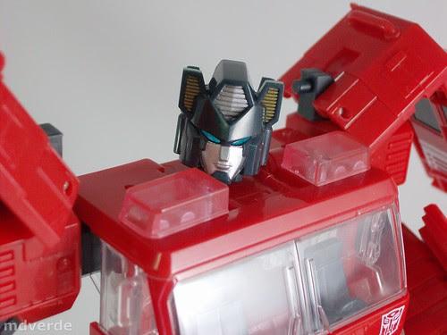 Transformers Inferno Classics Henkei - modo robot