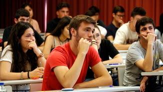 Futurs universitaris fent les proves de Selectivitat 2017