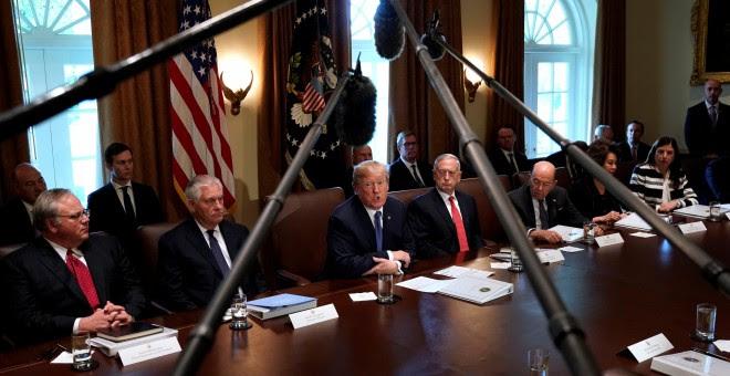 El presidente Trump en una reunión junto a su gabinete ejecutivo en la Casa Blanca. REUTERS/Kevin Lamarque