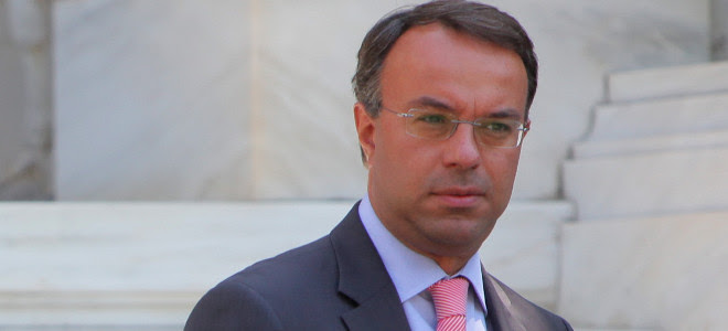 Κόντρα Σταϊκούρα με υπουργούς: Στα τάρταρα το ενιαίο μισθολόγιο, όργιο παράνομων