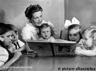 Magda, esposa de Goebbels, com seus filhos, em 1928