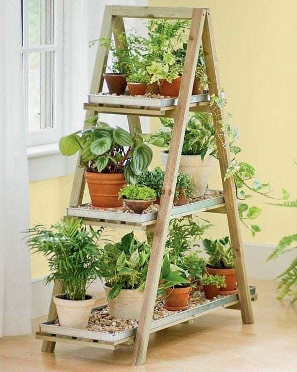 creative-upcycling-ideas-wooden-ladder-shelf-flower-pots-DIY-vertical-garden