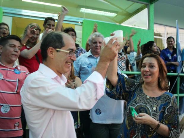 Ela recebeu 60,7% dos votos e Sylvio Puga 39,3% (Foto: Tiago Melo/G1 AM)