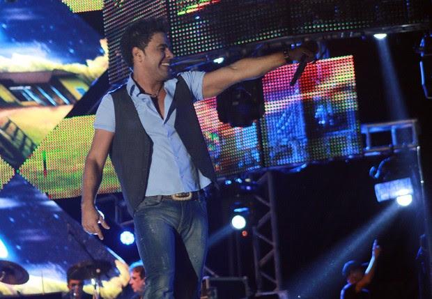 Zezé Di Camargo durante apresentação em Porto Alegre (Foto: Celso Tavares/EGO)