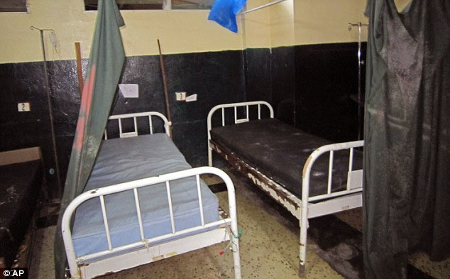 Abandonado: leitos hospitalares vazios são vistos em Redenção depois de enfermeiros e pacientes fugiram devido às mortes Ebola