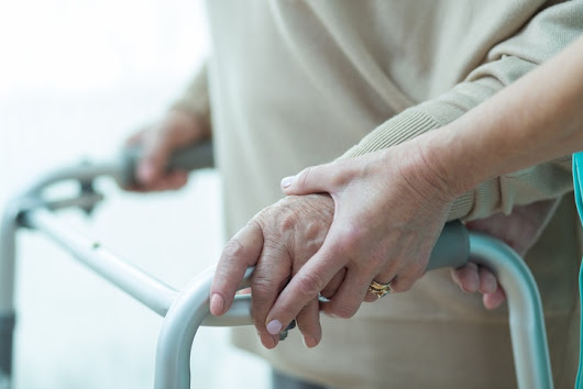 Alternatives to Medication for Treatment of Dementia Symptoms in Memory Care Facilities