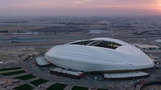 Đẳng cấp chơi trội: Trời nóng 50 độ C, Qatar lắp luôn điều hòa nhiệt độ khổng lồ ngoài trời để người dân thấy mát mẻ hơn - Ảnh 3.