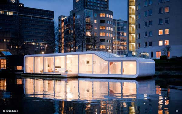 Floating-house-on-Amstel-river-1