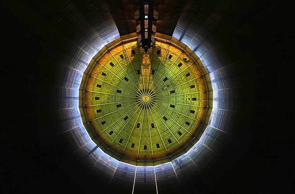 320° Licht: A Repurposed 112 Meter High Gas Tank Converted into a Cathedral of Light projection light installation