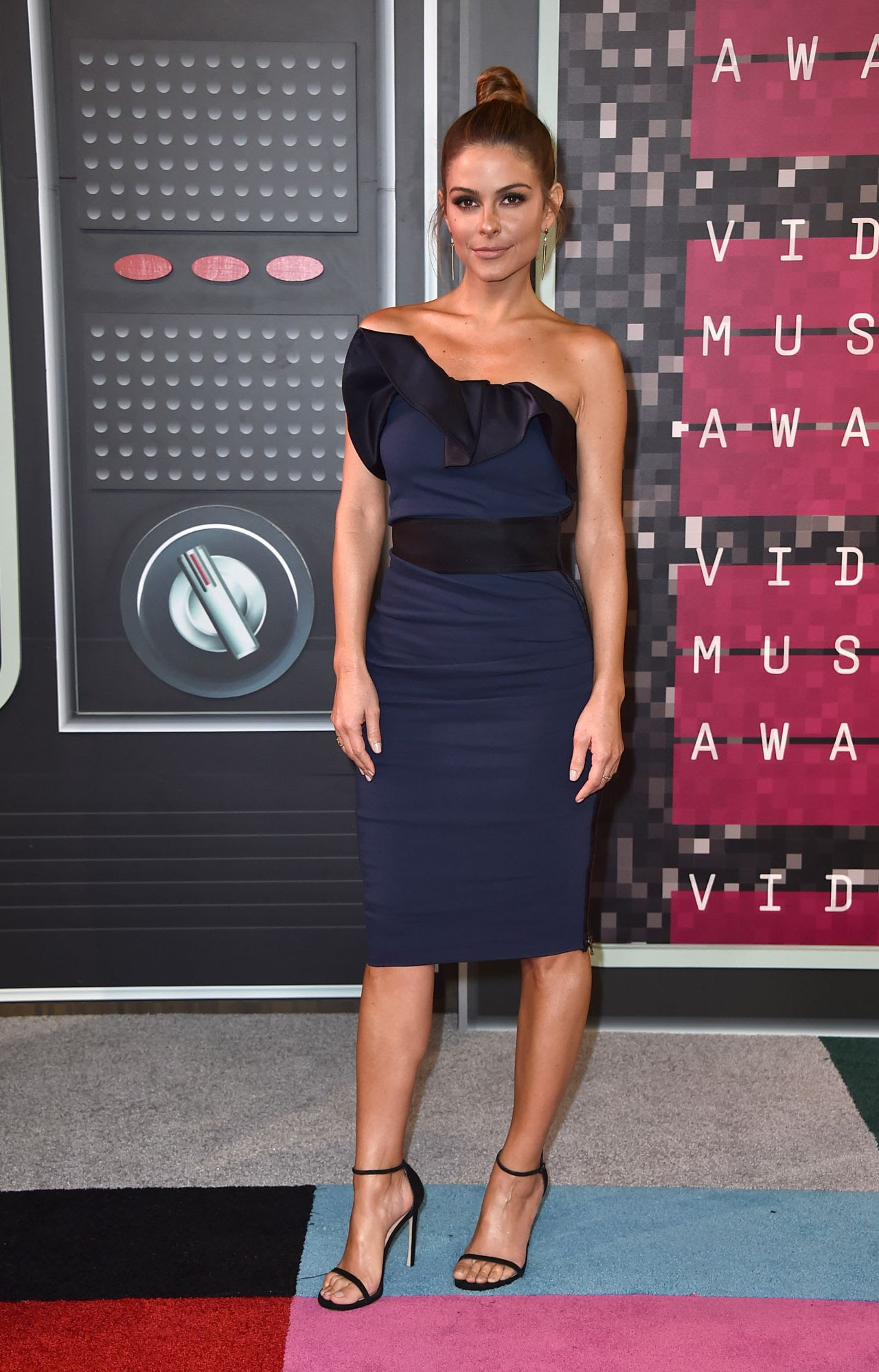 http://celebmafia.com/wp-content/uploads/2015/08/maria-menounos-2015-mtv-video-music-awards-at-microsoft-theater-in-los-angeles_1.jpg
