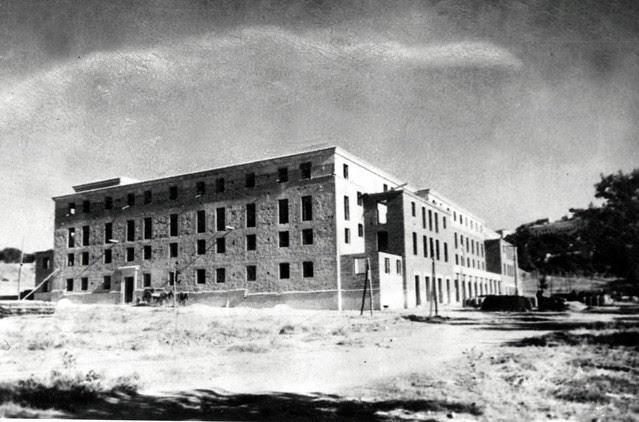 Construcción del primer Bloque de la Avenida de la Reconquista. Años 40. Fototeca EFE