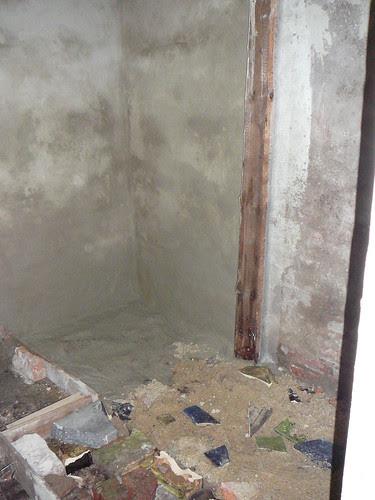 Fußbodenerneuerung im Gartenhaus (01)