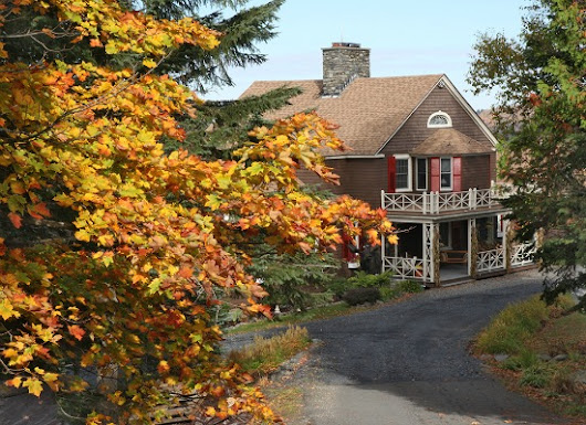 Gorgeous Fall Getaways in Maine :: Foliage, Hiking, Scenic Drives & More