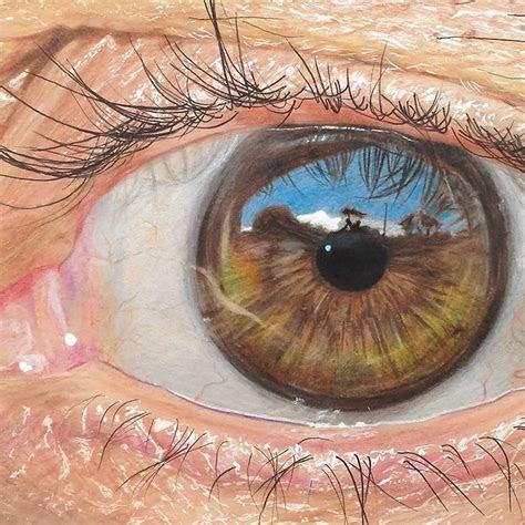 year  artist draws hyper realistic eyes