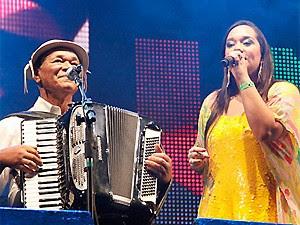 Dominguinhos e a filha Liv Moraes cantam juntos no primeiro domingo (Foto: Divulgação/Poullainn Neuve)