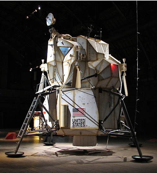 http://mytheoryx.tumblr.com/post/132064962261/leonardhq-lunar-excursion-module-…