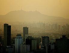 Poluição cobre São Paulo; ar poluído pode ser mais perigoso que exposição a radiação