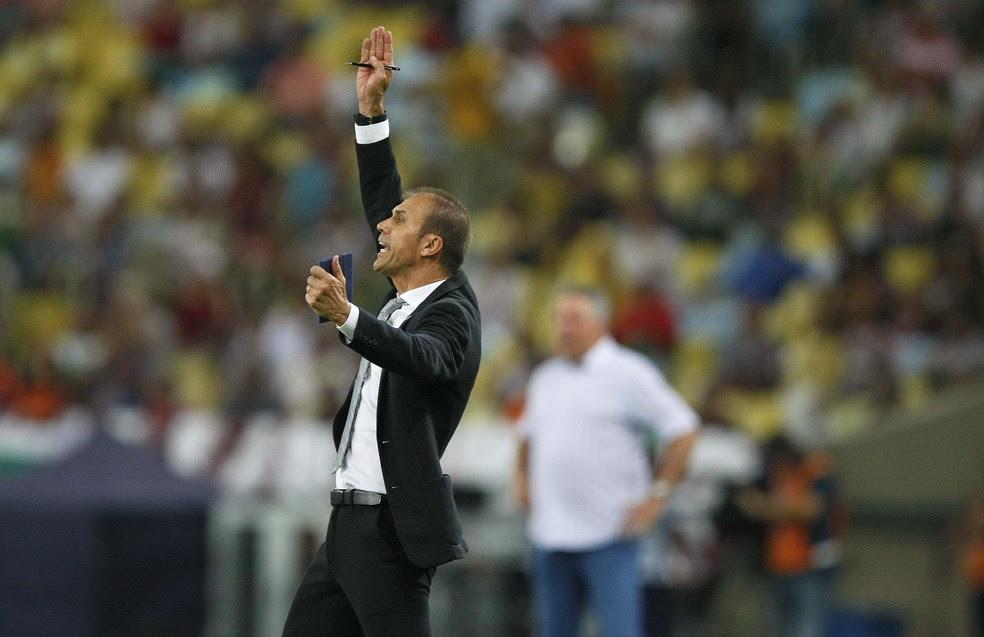 Milton Mendes na partida entre Fluminense e Vasco (Foto: André Durão)