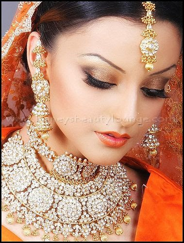 I love Indian weddings.  The brides are always so gorgeous.  #weddings weddings indian desi bride candid photography www.amouraffairs.in