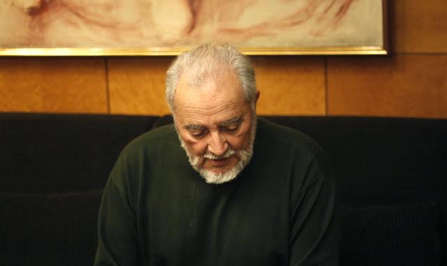 Julio Anguita durante la entrevista con 'Público'