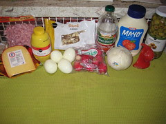 ingredients for ensalada mixta de macarrones