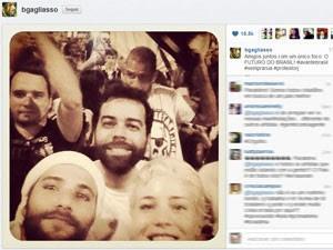 Os atores Bruno Gagliasso e Leandra Leal participam do protesto no Rio (Foto: Reprodução/Instagram)