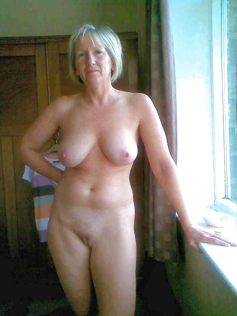 Hot blode shares dildo