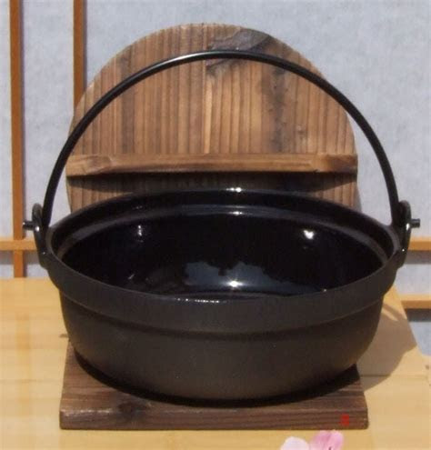 Solid Japanese style cast iron serving pot 17cm