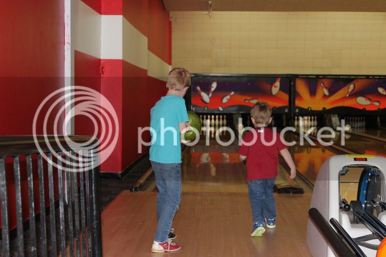 photo bowling3_zps5sffww8b.jpg