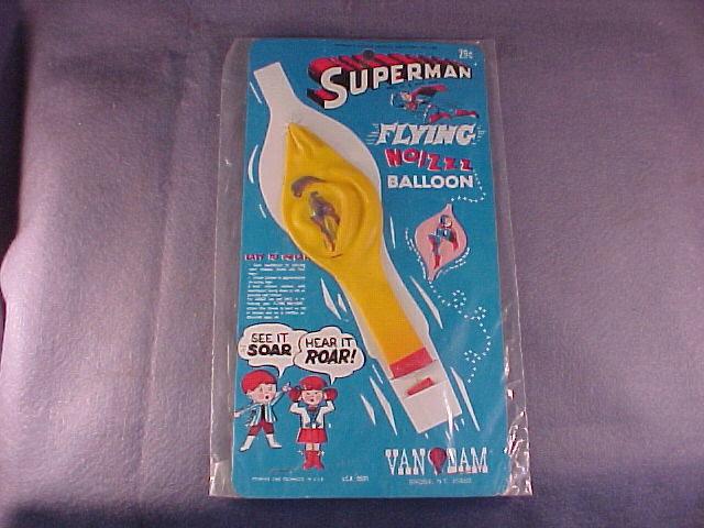 superman_flyingnoizzballoon