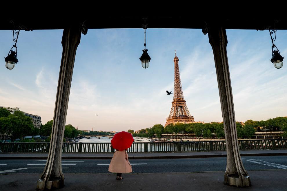 Париж і Ейфелева вежа