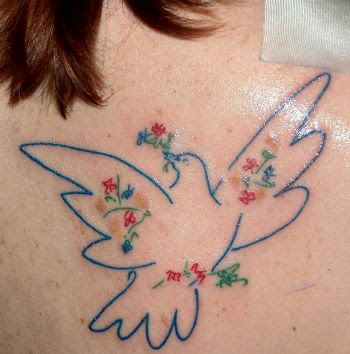"""This is my tattoo, a custom piece, Picasso's """"Colombe Avec Fleurs"""" (Dove"""