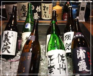 日本酒は自分で眺めて選びます。知ってるお酒も、知らないお酒も。