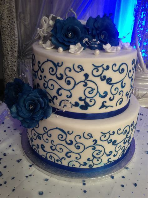 Blue white and silver wedding cakes   idea in 2017   Bella