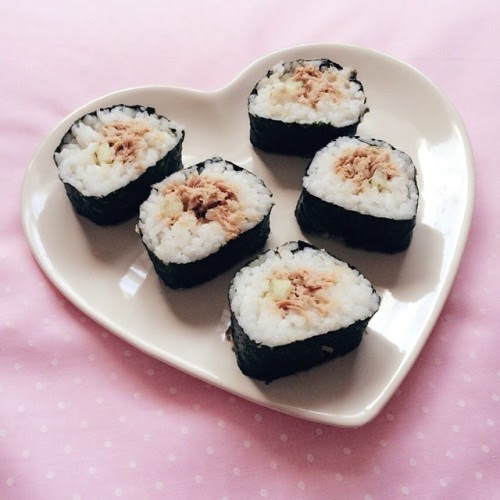 pastelhorror:  I made sushi for the first time 💕