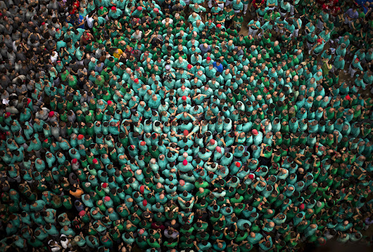 Building Human Towers in Spain