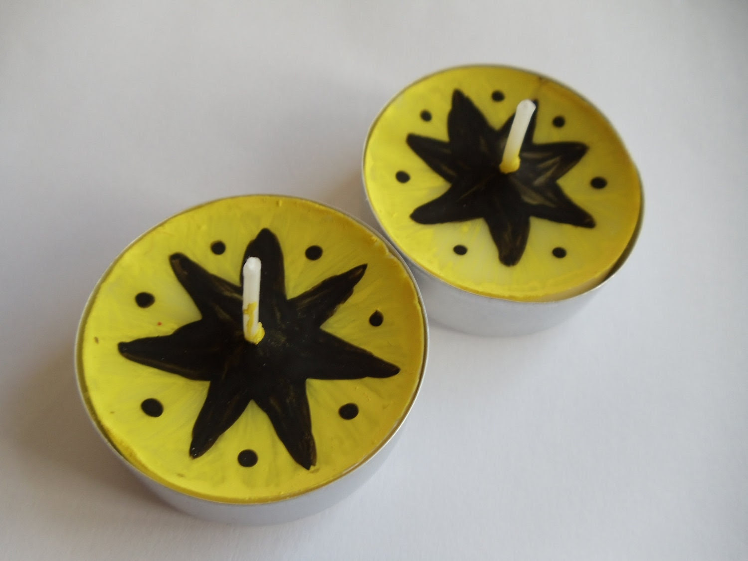 Pair of Decorative Handed-Painted Tea Lights - Black and Yellow Flower