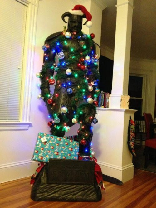 Dragonborn Christmas Tree On the 1st day of Christmas, my Dovahkiin gave to me: a Talos-blessed statue pretend tree.