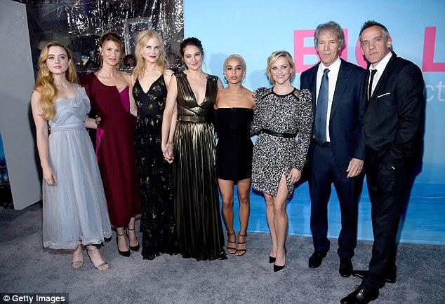 Ficar perto: O final de Big Little Lies da HBO foi ao ar no domingo passado;  Visto em fevereiro (de L para R) Kathryn Newton, Laura, Nicole, Shailene, Zoe, Reese, David E. Kelley e Jean-Marc Vallee