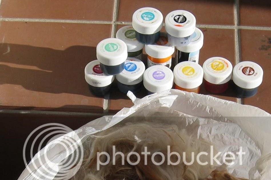Wilton's icing gel dyeing tutorial
