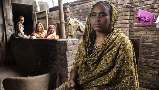Ruzina Begum perdió un brazo y a su hermana en el derrumbe del Rana Plaza.