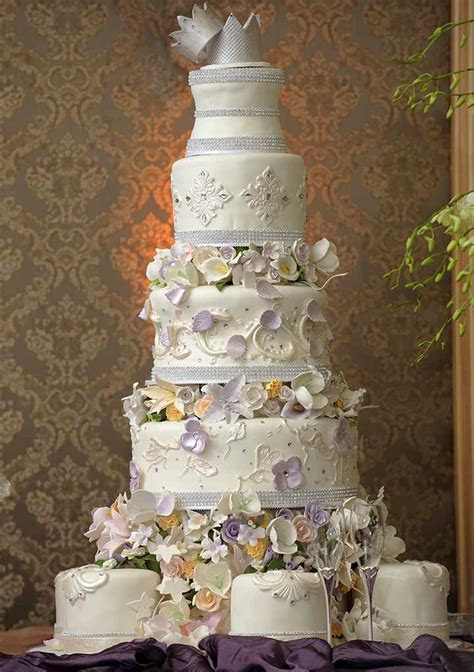 14 Lip Smacking Ideas For Wedding Cake Designs