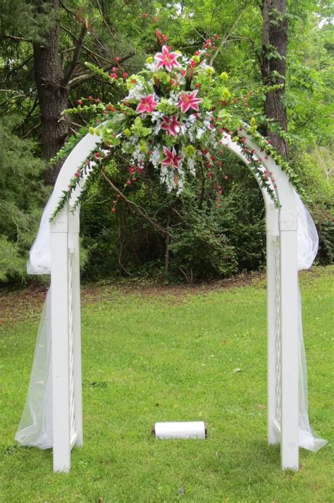 A beautiful Wedding Arch or Arbor   THINGS I LIKE FOR